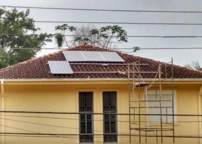 Instalação de placas fotovoltaicas pela Multitech Ecosystems