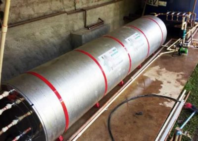 Reservatório térmico que armazena água quente gerada pelos coletores solares