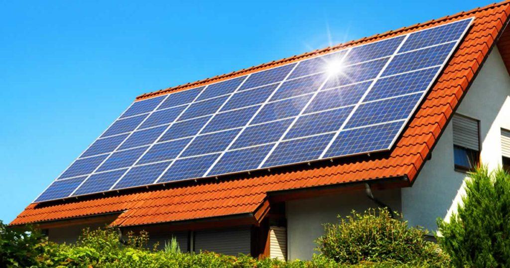Energia solar:  Quais as vantagens de ter um sistema na sua casa