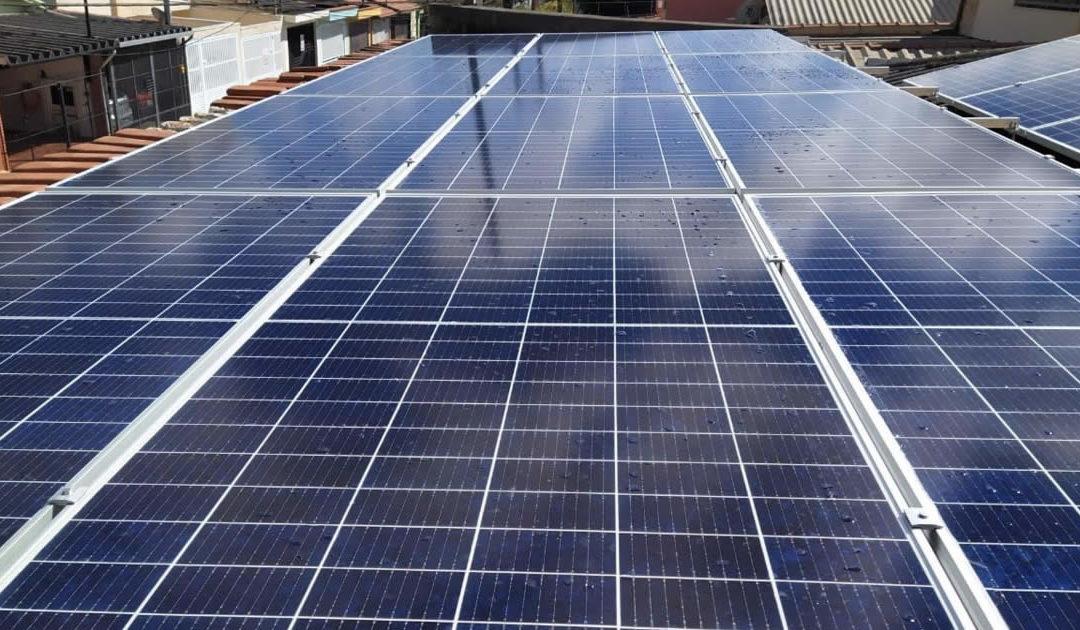 Planeje sua transição para energia limpa em 2021 com placas solares na sua casa